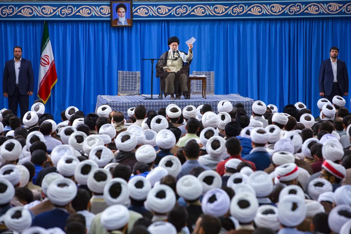 حاشیه های خواندنی از دیدار صمیمانه طلاب با رهبر معظم انقلاب