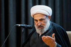 ارگانی که باید بلندگوی تفکرات امام باشد، محل افراد مجیزگوی رضاخان شده است