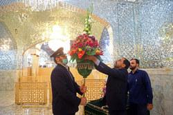گل آرایی ضریح حرم حضرت معصومه (سلام الله علیها) در آغاز دهه کرامت