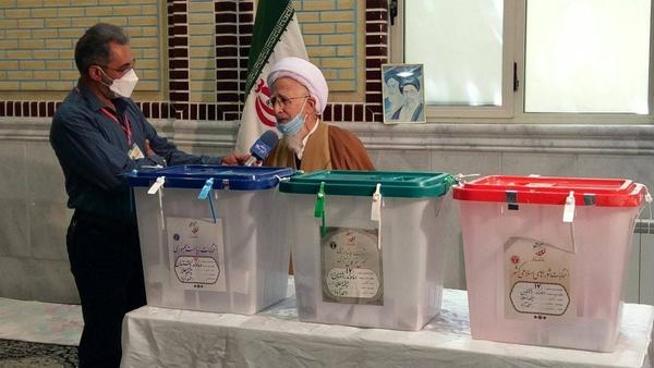 شرکت مراجع و علما در انتخابات